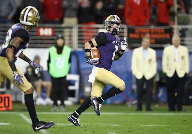 "<a class=""link rapid-noclick-resp"" href=""/ncaaf/players/268170/"" data-ylk=""slk:Byron Murphy"">Byron Murphy</a> runs for a touchdown in Washington's win over Utah. (Getty)"