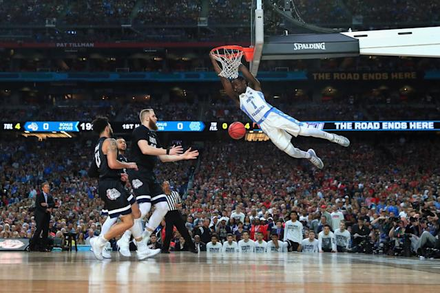 <p>Theo Pinson #1 of the North Carolina Tar Heels dunks in the first half against Przemek Karnowski #24 of the Gonzaga Bulldogs during the 2017 NCAA Men's Final Four National Championship game at University of Phoenix Stadium on April 3, 2017 in Glendale, Arizona. (Photo by Tom Pennington/Getty Images) </p>