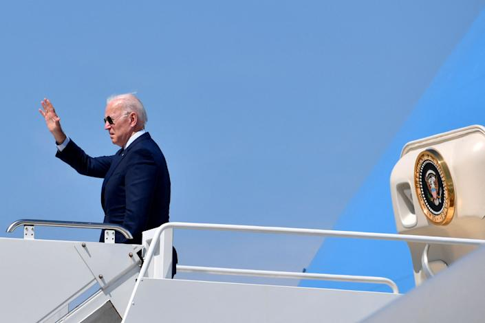 US President Joe Biden waves as he boards Air Force One at Cleveland Hopkins International Airport in Cleveland, Ohio, on May 27, 2021. (Photo by Nicholas Kamm / AFP) (Photo by NICHOLAS KAMM/AFP via Getty Images)
