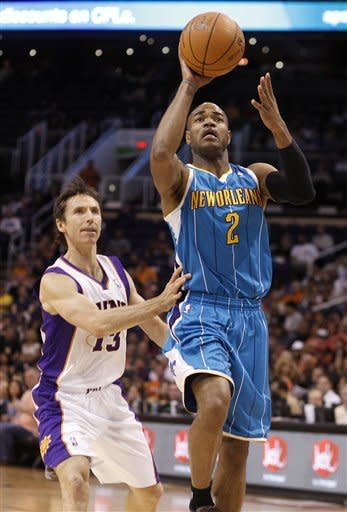 New Orleans Hornets guard Jarrett, Jack, right, attempts a shot past Phoenix Suns guard Steve Nash, left, in the first quarter of an NBA basketball game Sunday, April 1, 2012, in Phoenix.(AP Photo/Paul Connors)