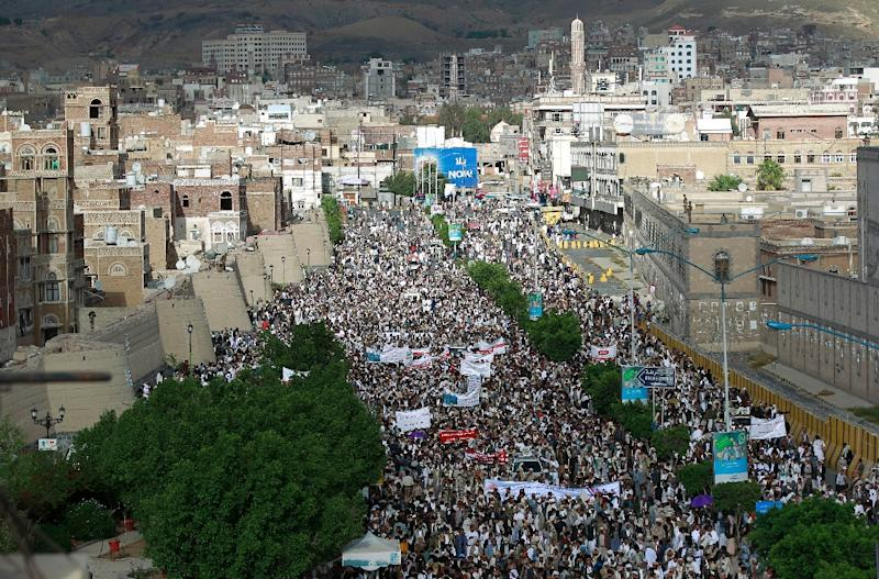 Shiite-Huthi supporters protest in the Yemeni capital, Sanaa, against ongoing military operations carried out by the Saudi-led coalition on September 11, 2015 (AFP Photo/Mohammed Huwais)