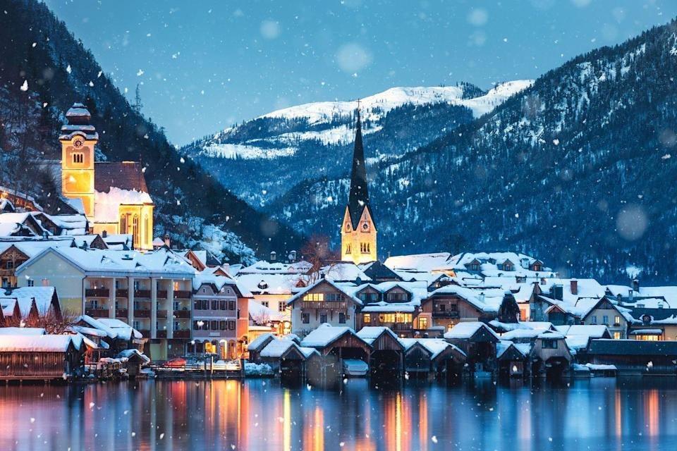 <p>A tranquil winter evening in the idyllic Austrian village Hallstatt.</p>
