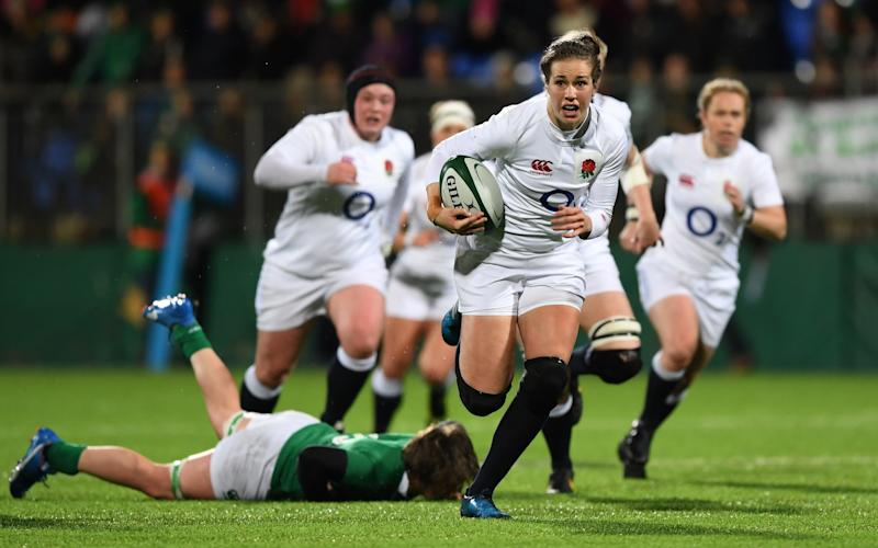 Emily Scarratt breaks away for England - 2017 Getty Images