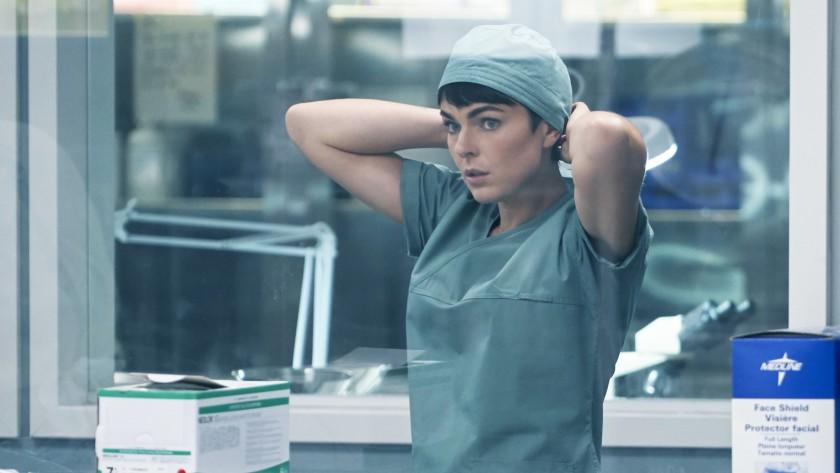 """Coroner -- The CW TV Series, Coroner -- """"Black Dog"""" -- Image Number: COR101_0055r.jpg -- Pictured: Serinda Swan as Dr. Jenny Cooper -- Photo: © 2020 Muse Entertainment Enterprises, Inc. Serinda Swan in """"Coroner"""" on The CW."""
