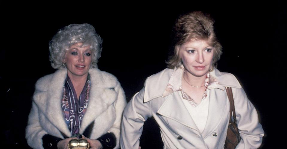 Dolly Parton with Judy Ogle in 1980. (Getty Images)
