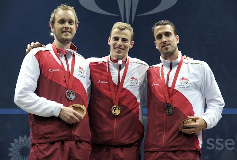England's gold medalist Nick Matthew (C), silver medalist James Willstrop (L) and bronze medalist Peter Barker pose on the podium after winning the squash men's singles during the 2014 Commonwealth Games in Glasgow, Scotland on July 28, 2014