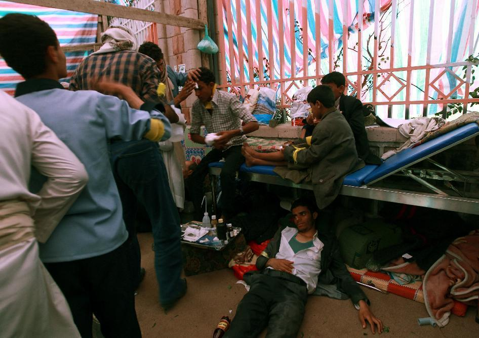 Yemeni protesters, some suffering from tear gas inhalation, are treated by Red Crescent volunteers following clashes between riot police and Shiite Huthi rebels on September 7, 2014 in Sanaa (AFP Photo/Mohammed Huwais)