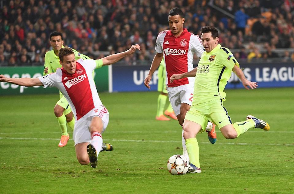 Barcelona's Lionel Messi (R) shoots during the Champions League match against Ajax Amsterdam in Amsterdam on November 5, 2014 (AFP Photo/Emmanuel Dunand)