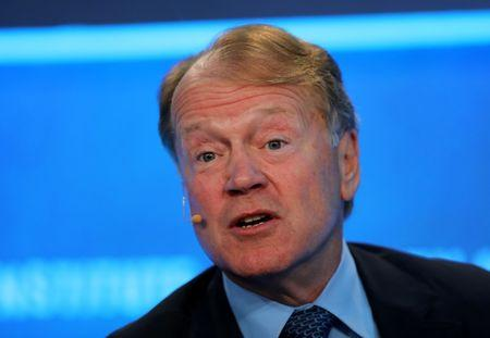 Cisco CEO Robbins to Head Board, Chambers Won't Seek Reelection