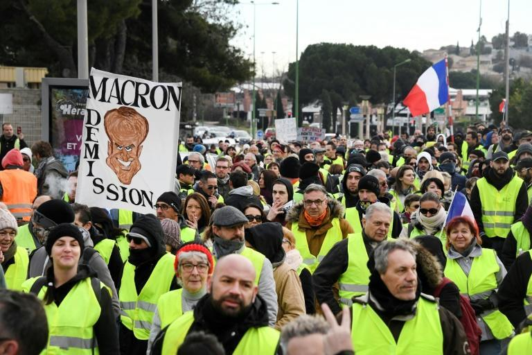 """The tenth straight protest is a test for Macron's """"grand national debate"""""""