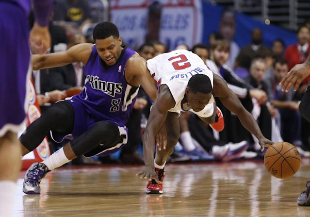Sacramento Kings forward Rudy Gay, left, and Los Angeles Clippers guard Darren Collison fight for a loose ball during the first half of an NBA basketball game in Los Angeles, Sunday, April 12, 2014. (AP Photo/Danny Moloshok)