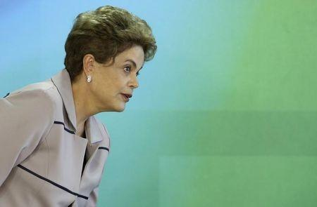 Brazil's President Dilma Rousseff attends a meeting with artists and intellectuals in defense of democracy at the Planalto Palace in Brasilia, Brazil, March 31, 2016 . REUTERS/Adriano Machado