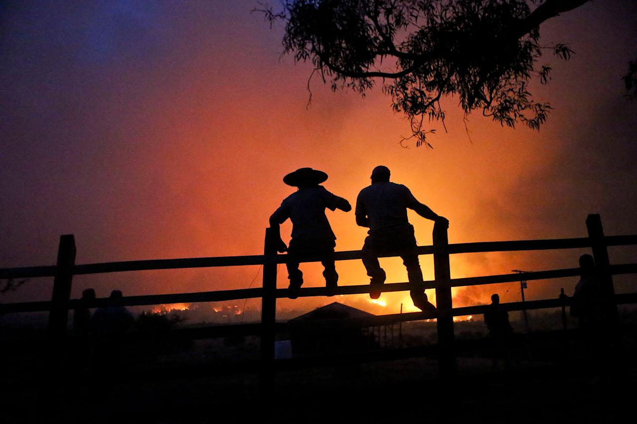 <p>Residents watch the forest burn in Portezuelo, Chile, Sunday, Jan. 29, 2017. (AP Photo/Esteban Felix) </p>