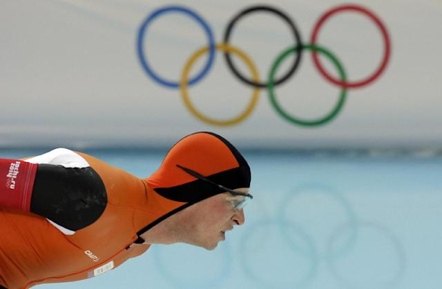 Sven Kramer of the Netherlands competes ib the men's 10,000-meter speedskating race at the Adler Arena Skating Center during the 2014 Winter Olympics in Sochi, Russia, Tuesday, Feb. 18, 2014. (AP Photo/Peter Dejong)