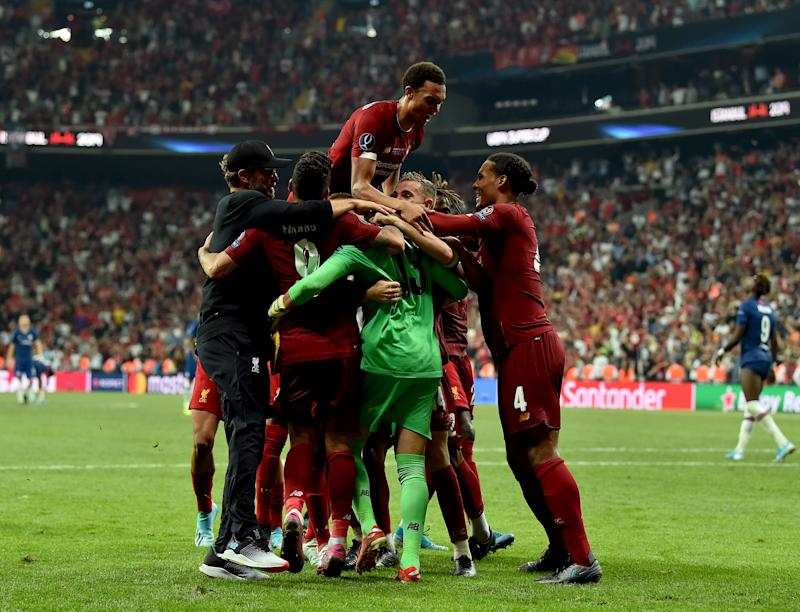 ISTANBUL, TURKEY - AUGUST 14: (THE SUN OUT, THE SUN ON SUNDAY OUT) Adrian of Liverpool embraced by the rest of the team after saving a penalty at the end of the UEFA Super Cup match between Liverpool and Chelsea at Vodafone Park on August 14, 2019 in Istanbul, Turkey. (Photo by Andrew Powell/Liverpool FC via Getty Images)