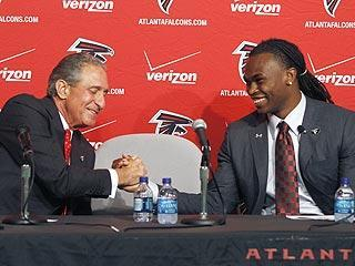 Falcons owner Arthur Blank shares a moment with Julio Jones during the rookie's introductory news conference