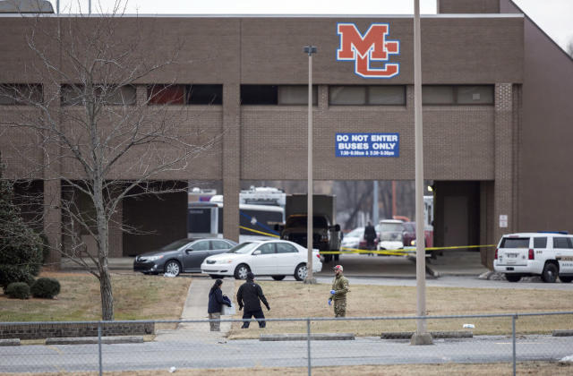 <p>Authorities investigate the scene after a deadly shooting at Marshall County High School in Benton, Ky., Jan. 23, 2018. (Photo: Ryan Hermens/The Paducah Sun via AP) </p>