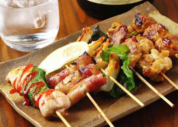 Chowing Down in Japan: 3 Izakaya Pubs in Osaka Recommended By Locals