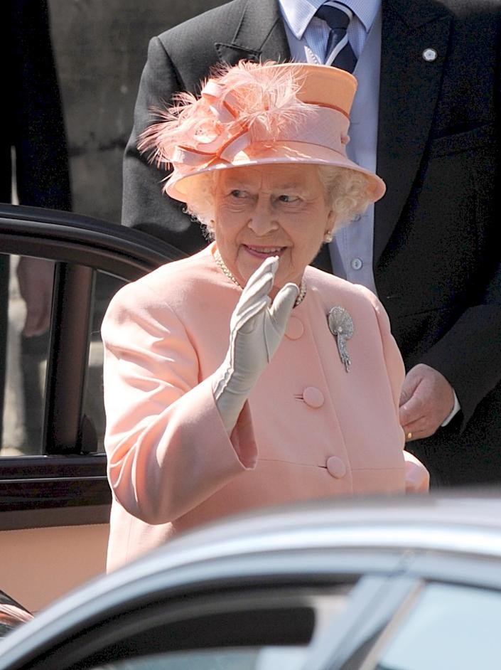 Queen Elizabeth II wearing her late mother's brooch for the wedding of Zara Phillips and Mike Tindall in 2011. (PA)