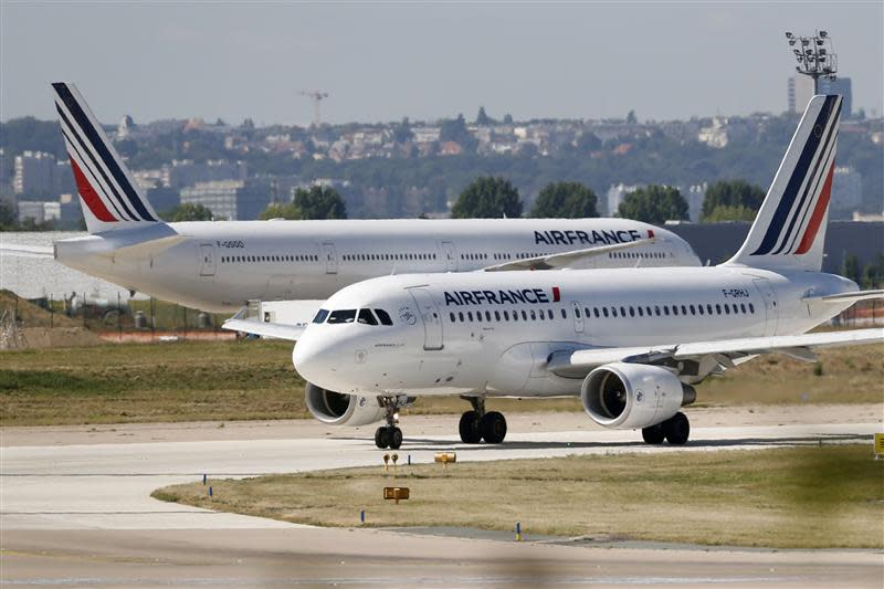 An Airbus A319 Air France passenger jet advances on the tarmac before taking off at Orly airport near Paris