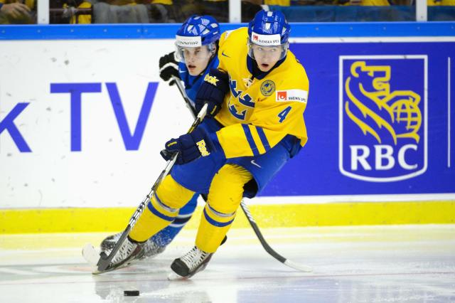 Sweden's Christian Djoos (R) is chased by Finland's Saku Maenalanen during their IIHF World Junior Championship Group B preliminary round ice hockey match at Malmo Arena in Malmo, December 28, 2013. REUTERS/Ludvig Thunman/TT News Agency (SWEDEN - Tags: SPORT ICE HOCKEY) ATTENTION EDITORS - THIS IMAGE HAS BEEN SUPPLIED BY A THIRD PARTY. IT IS DISTRIBUTED, EXACTLY AS RECEIVED BY REUTERS, AS A SERVICE TO CLIENTS. SWEDEN OUT. NO COMMERCIAL OR EDITORIAL SALES IN SWEDEN. NO COMMERCIAL SALES
