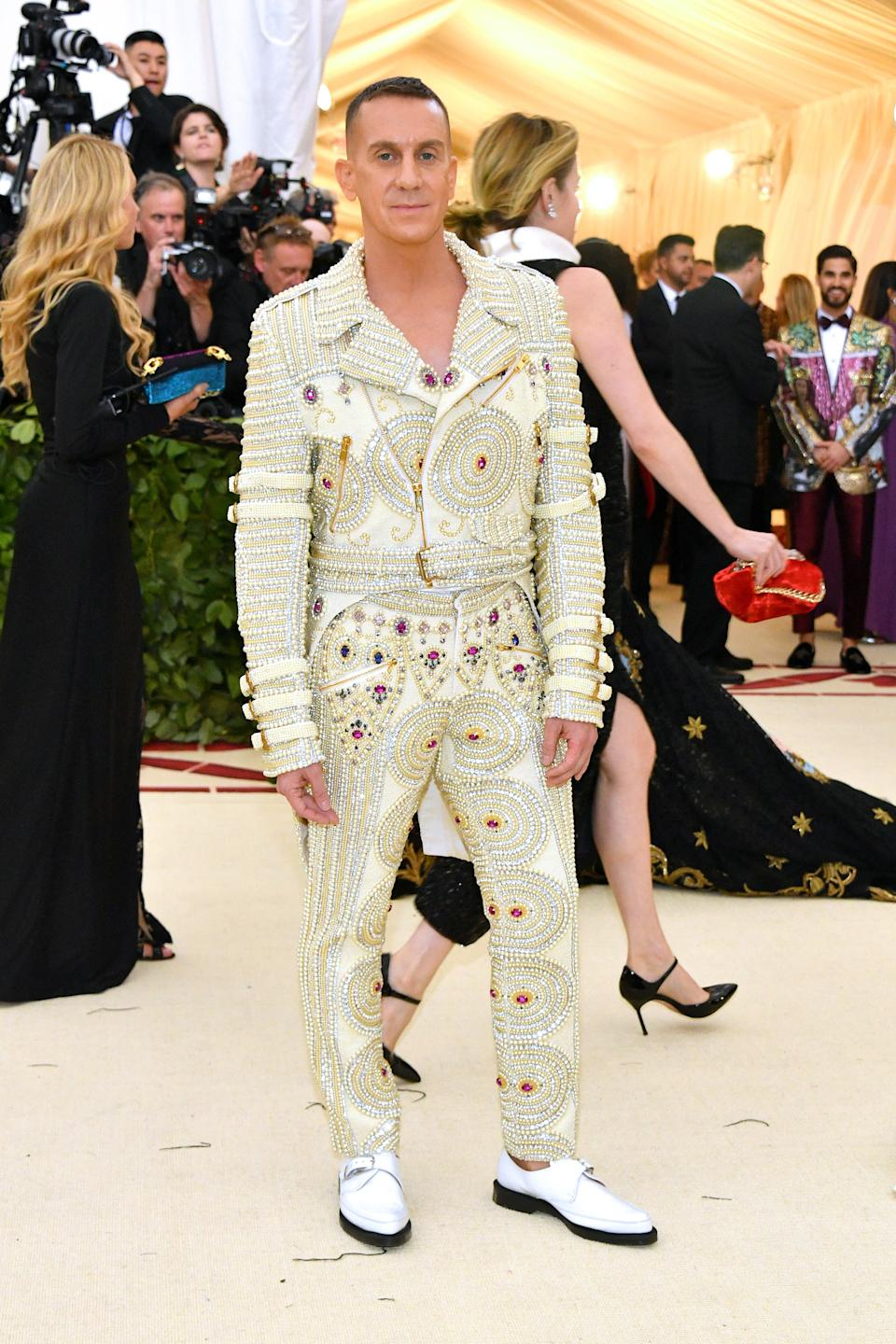 """<h1 class=""""title"""">Jeremy Scott in Moschino</h1><cite class=""""credit"""">Photo: Getty Images</cite>"""