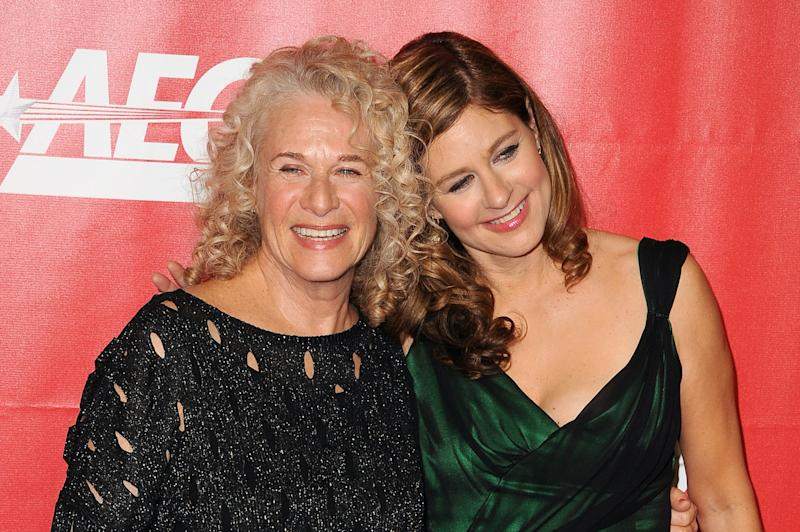 Carole King and daughter Louise Goffin at the 2014 MusiCares Person of the Year gala honoring Carole King in Los Angeles. (Photo: Getty Images)