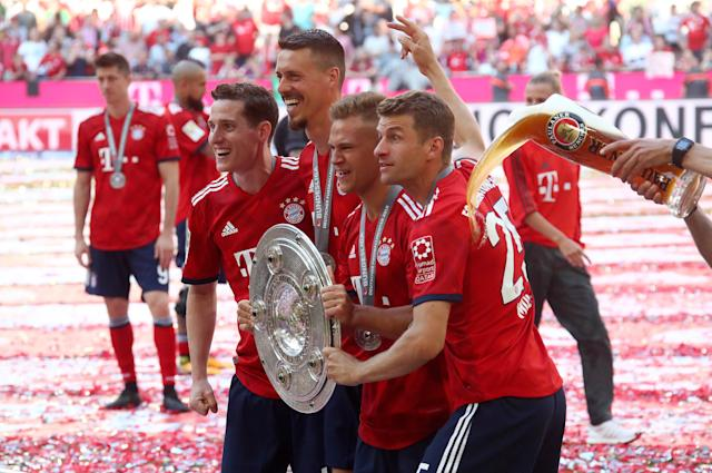 Soccer Football - Bundesliga - Bayern Munich v VfB Stuttgart - Allianz Arena, Munich, Germany - May 12, 2018 Bayern Munich's Joshua Kimmich, Sandro Wagner and Thomas Mueller celebrate winning the Bundesliga with the trophy REUTERS/Michael Dalder DFL RULES TO LIMIT THE ONLINE USAGE DURING MATCH TIME TO 15 PICTURES PER GAME. IMAGE SEQUENCES TO SIMULATE VIDEO IS NOT ALLOWED AT ANY TIME. FOR FURTHER QUERIES PLEASE CONTACT DFL DIRECTLY AT + 49 69 650050