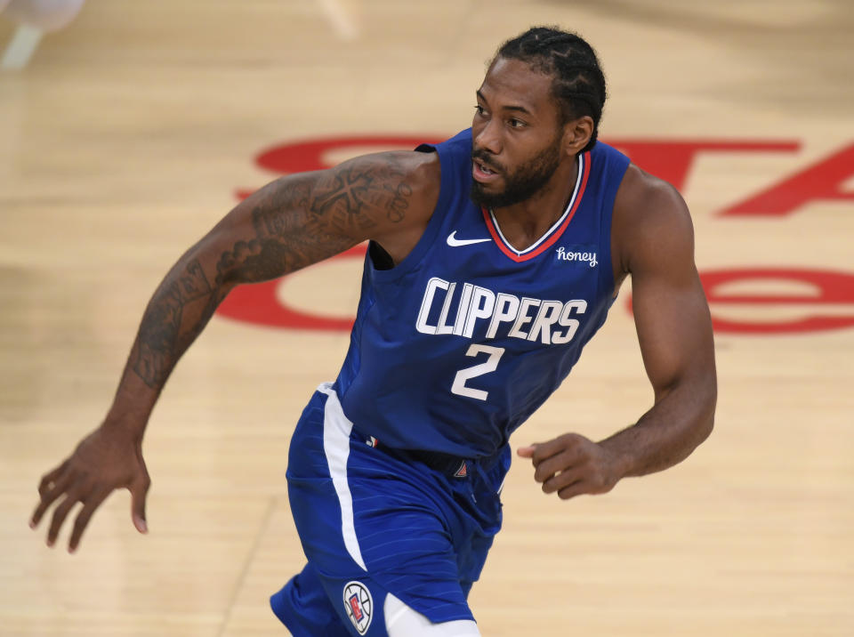 Kawhi Leonard in a Clippers jersey.
