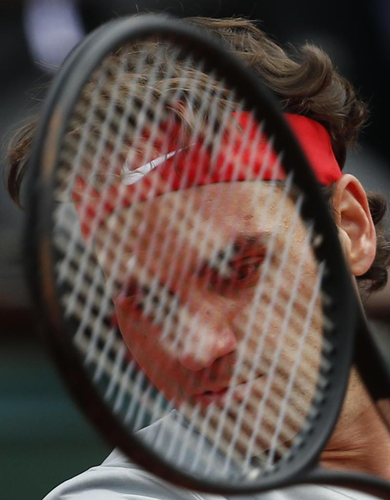 Federer reaches 2nd round at French Open