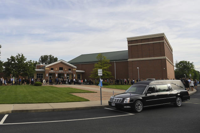 <p>Mourners arrive for the funeral of Otto Warmbier, Thursday, June 22, 2017, in Wyoming, Ohio. (Photo: Bryan Woolston/AP) </p>