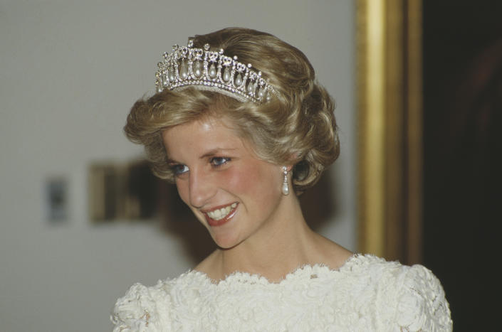 Diana, Princess of Wales  (1961 - 1997) attends a dinner at the British Embassy in Washington, DC, November 1985. She is wearing an evening dress by Murray Arbeid and the Queen Mary tiara.  (Photo by Terry Fincher/Princess Diana Archive/Getty Images)