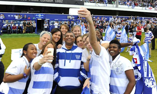 Tony Fernandes poses for a selfie with QPR's title-winning Ladies team in 2014.