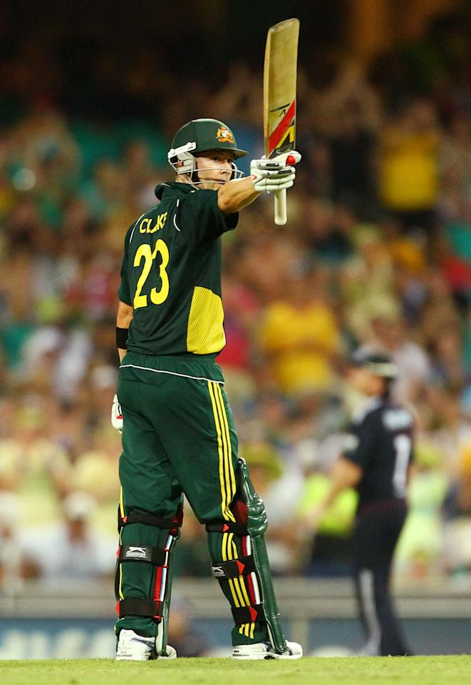 SYDNEY, AUSTRALIA - FEBRUARY 02:  Michael Clarke of Australia acknowledges the crowd after scoring his half century during game six of the Commonwealth Bank One Day International Series between Australia and England at Sydney Cricket Ground on February 2, 2011 in Sydney, Australia.  (Photo by Mark Nolan/Getty Images)