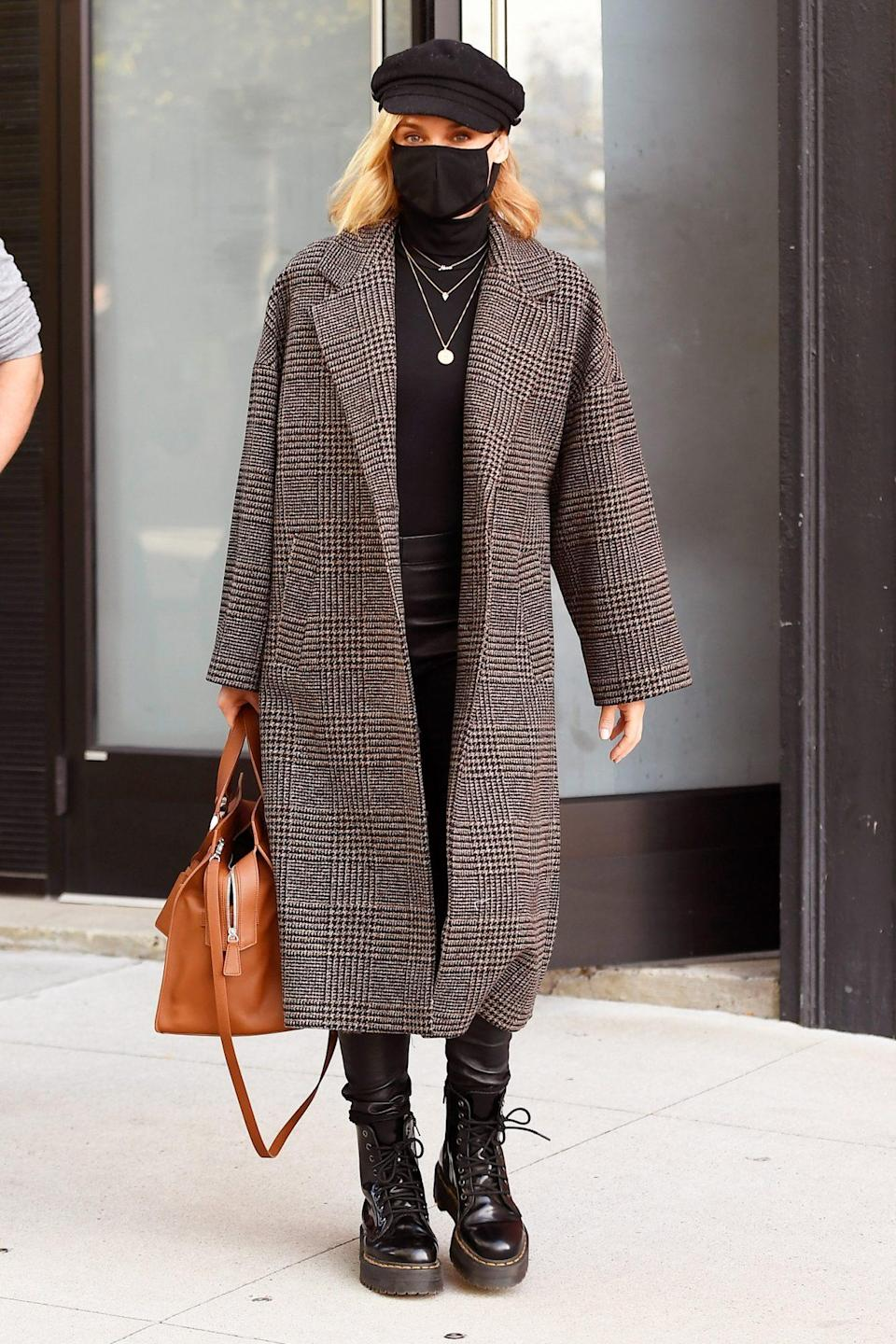 <p>Diane Kruger bundles up as she leaves a studio in N.Y.C. on Thursday. </p>