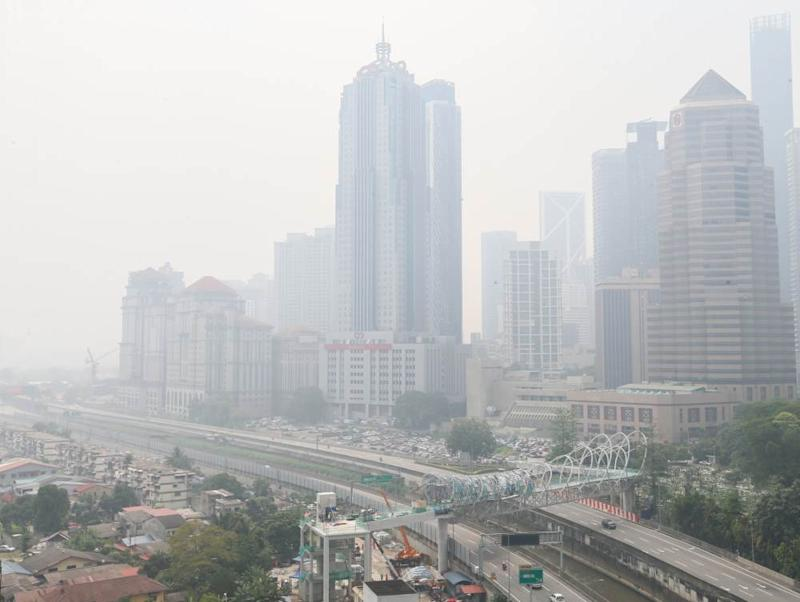"""The Klang Valley and surrounding regions also remained firmly at """"unhealthy"""" levels, with the administrative centre of Putrajaya enveloped in the thick haze and coming as the worst in the area with an API reading of 152, surpassed only by Nilai, Negri Sembilan with its reading of 155.— Picture by Firdaus Latif"""