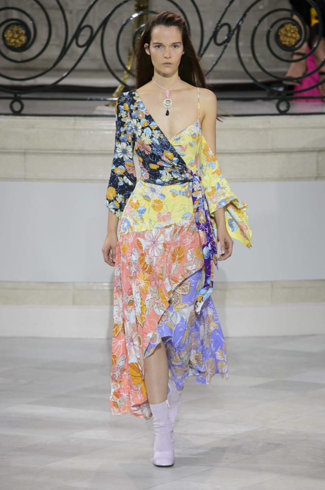 <p><i>Colorful floral one-shoulder dress from the SS18 Peter Pilotto collection. (Photo: IMAXtree) </i></p>