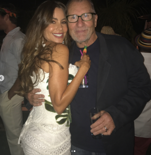 <p>Vergara snuggled up to her TV husband Ed O'Neill for a sweet snap during the event. (Photo: Sofia Vergara via Instagram) </p>