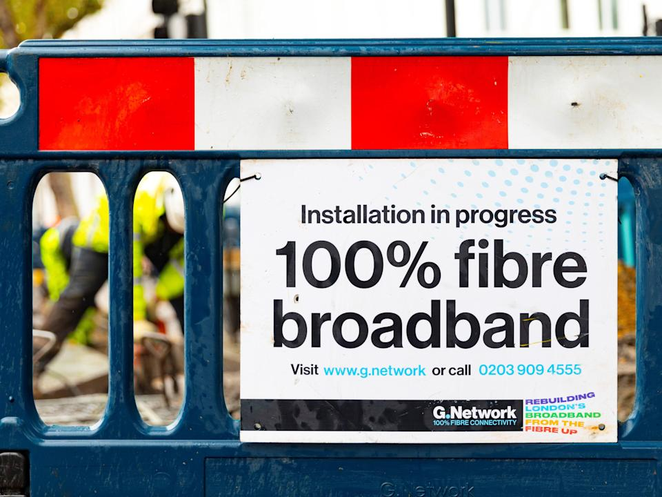 Fibre broadband requires roads to be dug up (G Network)