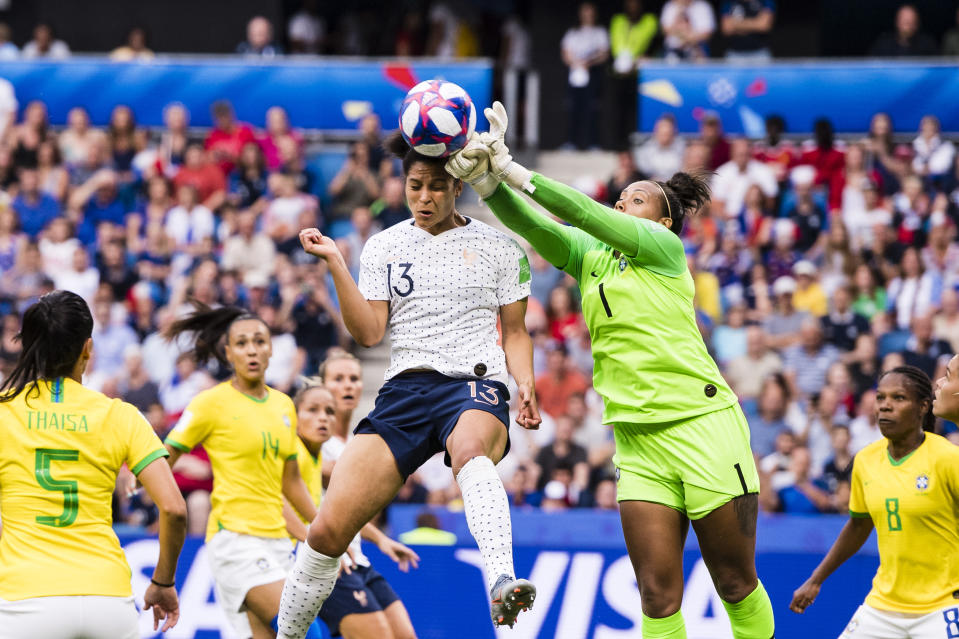 Goalkeeper Barbara Barbosa of Brazil (R) defends the ball during the 2019 FIFA Women's World Cup France Round Of 16 match between France and Brazil at Stade Oceane on June 23, 2019 in Le Havre, France. (Photo by Marcio Machado/Getty Images)