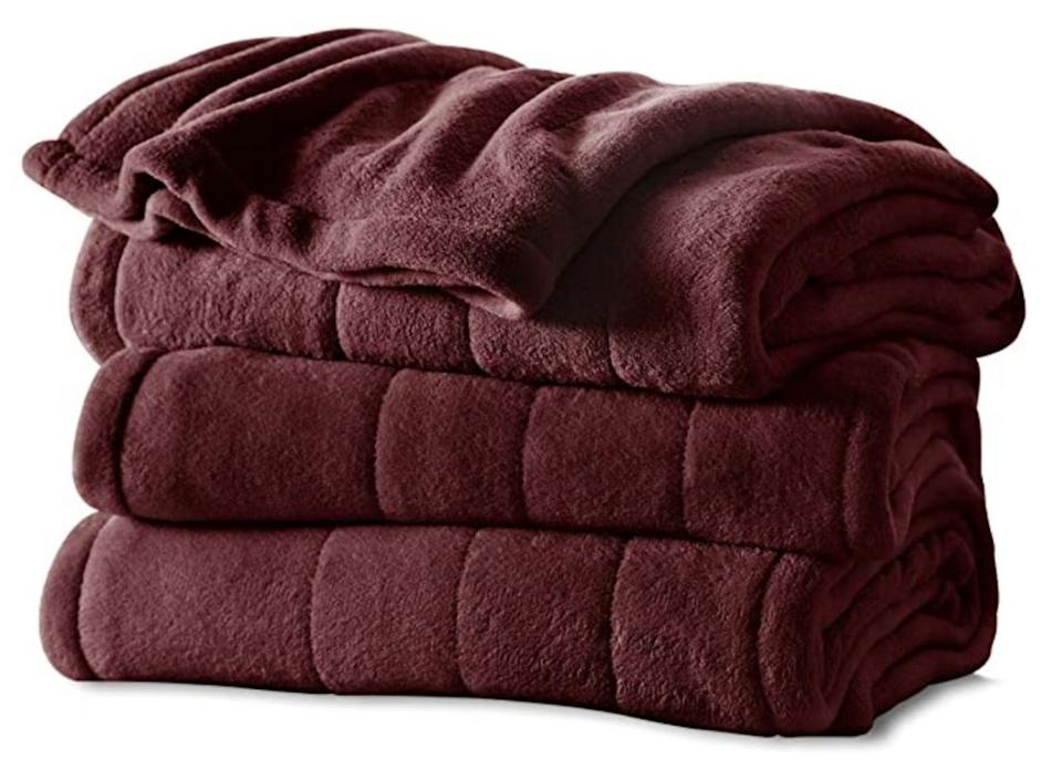 Amazon Shoppers Adore This Heated Blanket It Has Over 6 800 Five Star Reviews