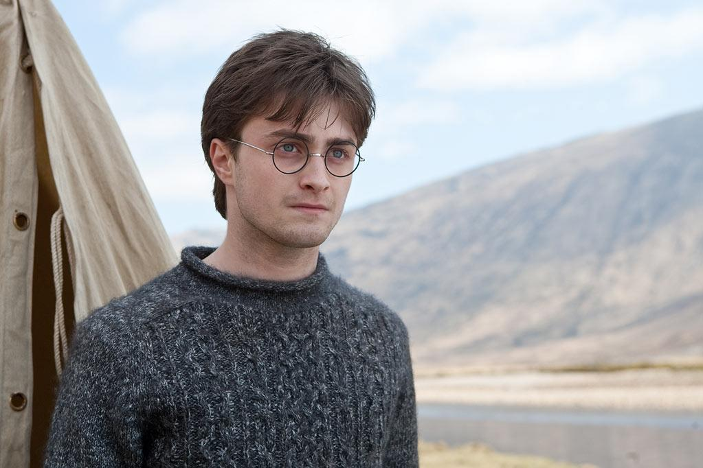 "MOVIE: <a href=""http://movies.yahoo.com/movie/1810004780/info"">Harry Potter and the Deathly Hallows - Part 1</a>  AGE: 21"