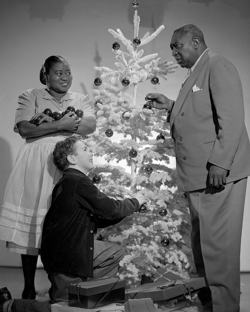 <p>Academy Award-winning actress, Hattie McDaniel, poses for a holiday promotional shoot with her<em> Beulah </em>costars in 1947.</p>