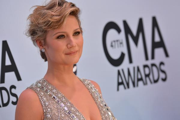 Sugarland's Jennifer Nettles Going Solo in 2014