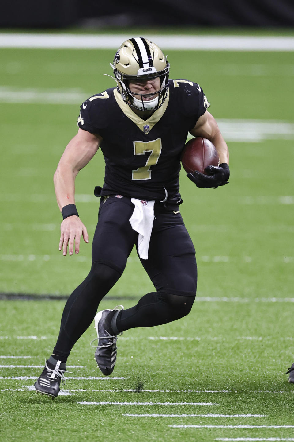 New Orleans Saints quarterback Taysom Hill (7) carries the ball during an NFL game against the San Francisco 49ers, Sunday, Nov. 15, 2020 in New Orleans. The Saints defeated the 49ers 27-13. (Margaret Bowles via AP)