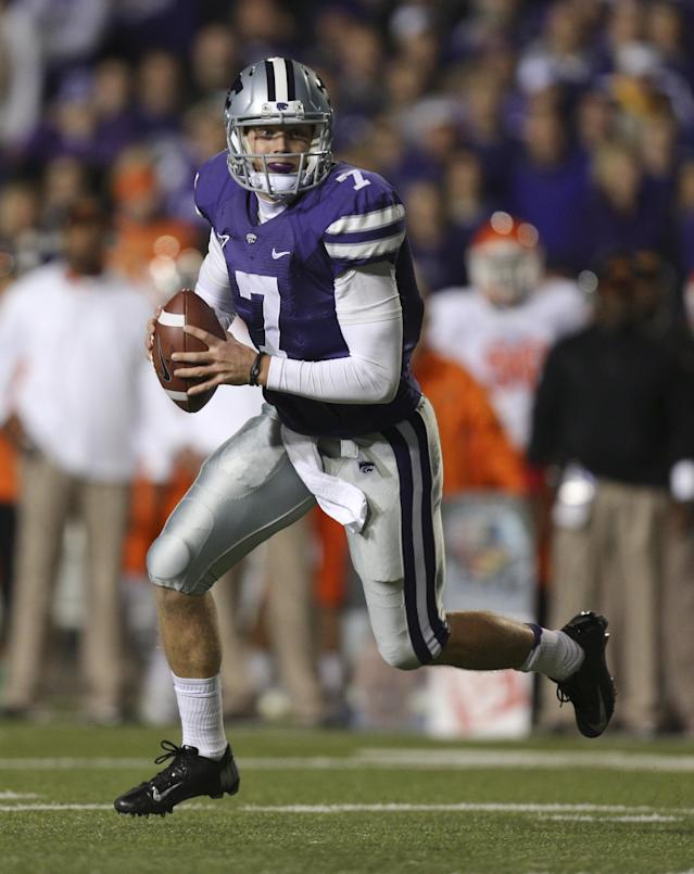 MANHATTAN, KS - NOVEMBER 03: Quarterback Collin Klein #7 of the Kansas State Wildcats looks to pass against the Oklahoma State Cowboys in first quarter at Bill Snyder Family Football Stadium on November 3, 2012 in Manhattan, Kansas. (Photo by Ed Zurga/Getty Images)