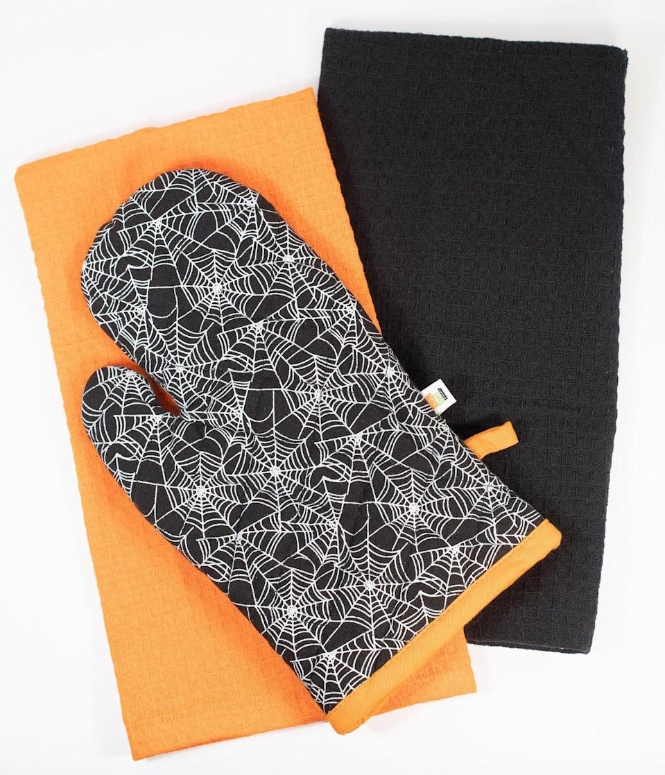 <p>Create potions in style with the <span>Black Spiderweb Oven Mitt and Dish Towel Set</span> ($28).</p>