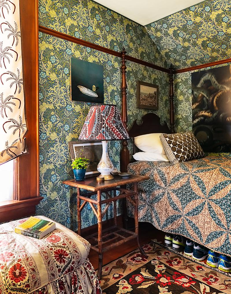 A 19th-century quilt covers the dressing room's four-poster bed.