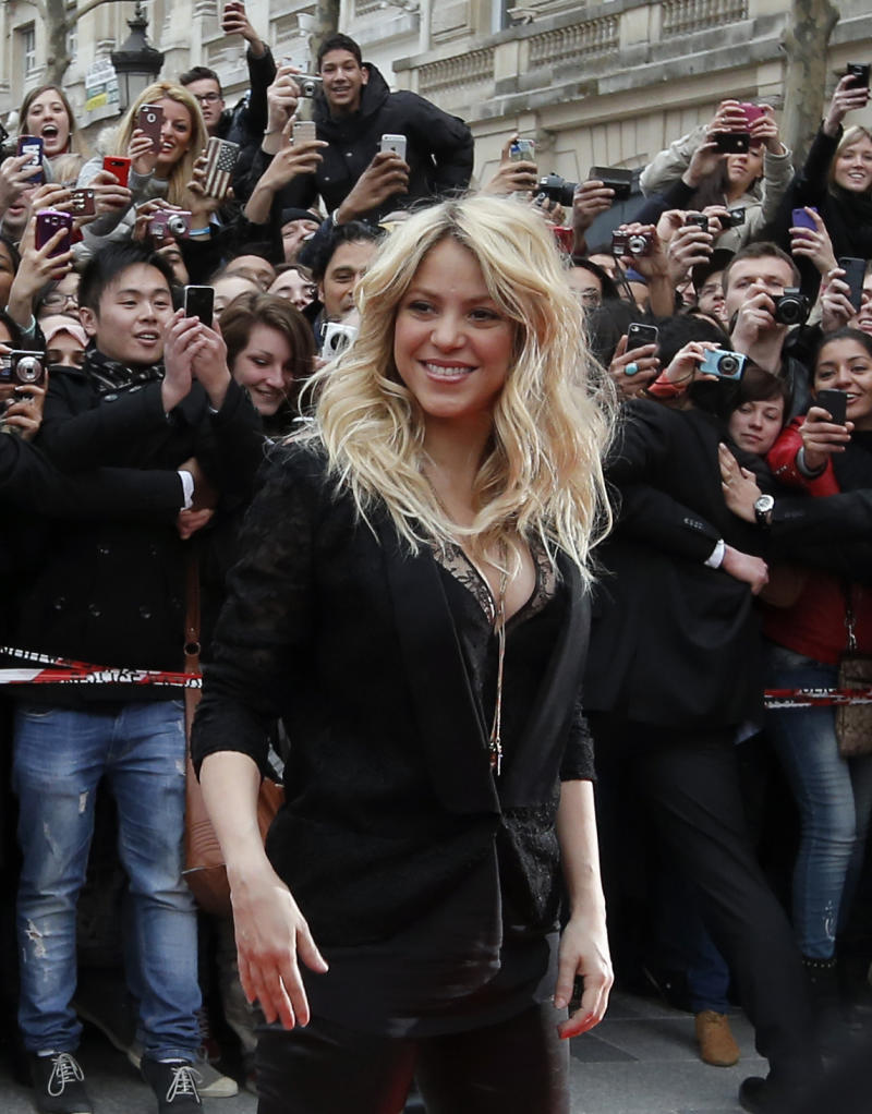 """FILE - In a March, 27, 2013 file photo, Colombian singer Shakira arrives for a promotion event on the Champs Elysee in Paris. The singer and judge on """"The Voice"""" is asking a New York judge to throw out a $250 million lawsuit filed by her ex, Antonio de La Rua. De la Rua is the son of former Argentine President Fernando de la Rua. He dated Shakira for more than a decade before they split in 2011.(AP Photo/Francois Mori, File)"""