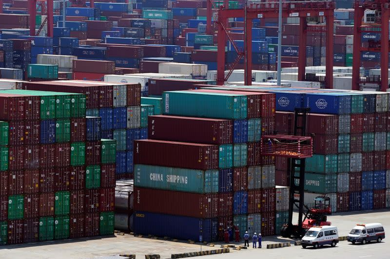China November exports unexpectedly fall, but imports rebound